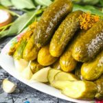 Огірки квашені за давнім рецептом: як у селі на Хмельниччині бережуть гастротрадиції